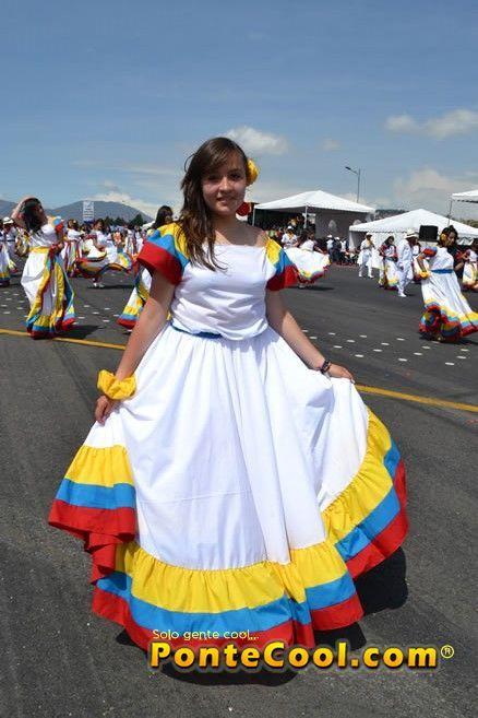 Colegio Sagrados Corazones de Rumipamba Desfile de la Confraternidad Fiestas de Quito 2013