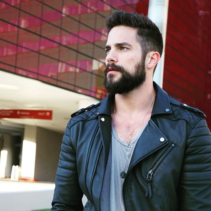 "21.4 mil Me gusta, 173 comentarios - Brant Daugherty (@brantdaugherty) en Instagram: ""Thoughtful stares into the distance. New jacket obsession by @bodaskins"""
