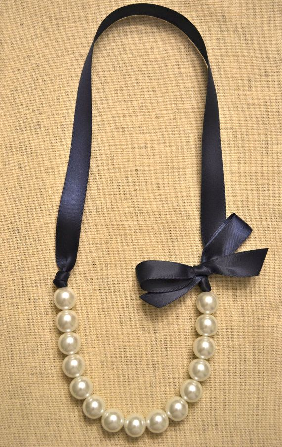Beautiful Bride or Bridesmaid Pearl Necklace von LittleMaeDesigns, $9,00