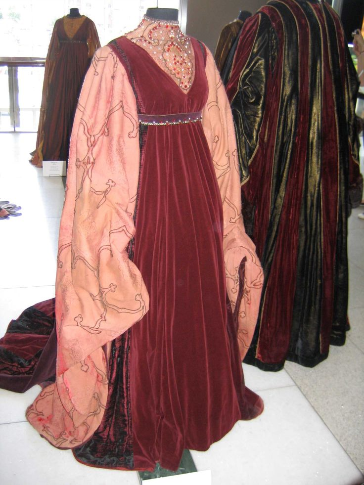 Lady Capulet's Dress From Zeffirelli's Romeo And Juliet ...