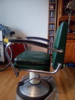 Ich verkaufe einen orginal Frisuerstuhl der Firma Haberle und Co. Der Stuhl stammt schätzungweise...,Friseurstuhl (schätzungsweise 60er , 70er Jahre) in Köln - Kalk