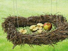 Vogelfutterplatz aus Zweigen