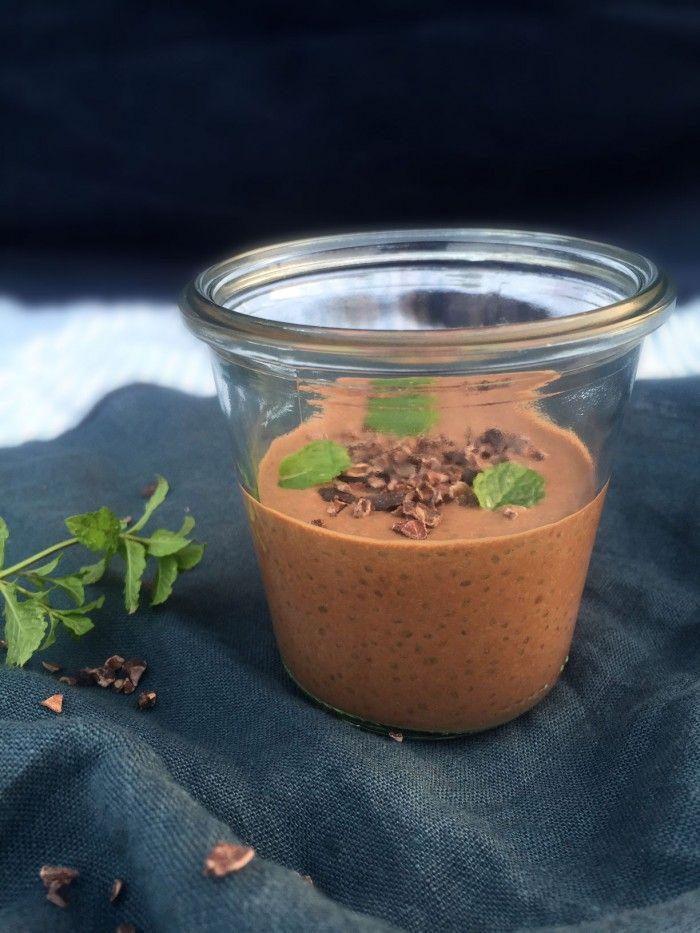 Chiagrød med knasende choko-mint - Opskrift på low carb morgenmad uden æg og mælkeprodukter --> Madbanditten.dk