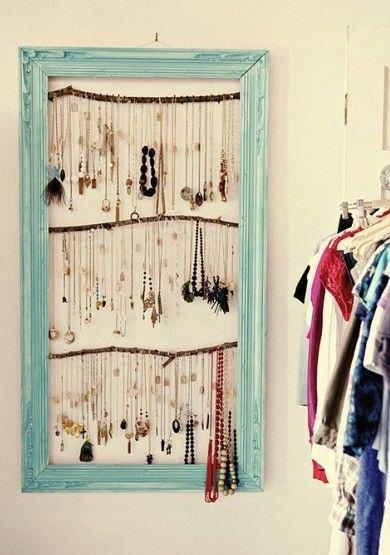 Dizem que a decoração existe não só pra fazer o nosso quarto/nossa casa ficar do jeito que a gente quer. Ela serve também pra fazer com que cada cantinho do nosso espaço faça a gente sorrir quando …