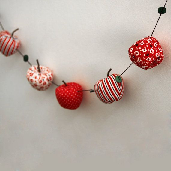 Small apple garland by paninohome