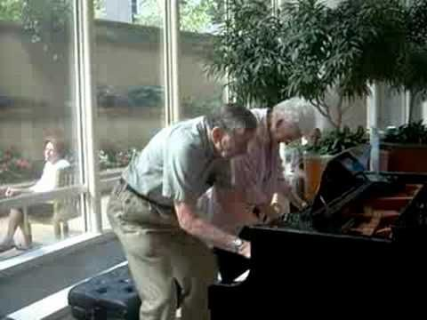 An elderly couple walked into the lobby of the Mayo Clinic for a checkup and spotted a piano. They've been married for 62 years and he'll be 90 this year. Check out their impromptu performance.
