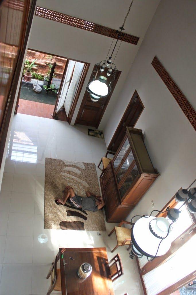 Rumah puri                                  Rumah puri indah sidoarjo blok D1     Atap yang mendongak keatas berfungsi untuk penangkap a...