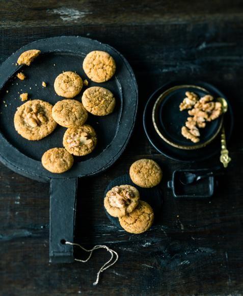 Rezept: Walnuss-Krokant-Cookies. Knusprige Nussplätzchen.