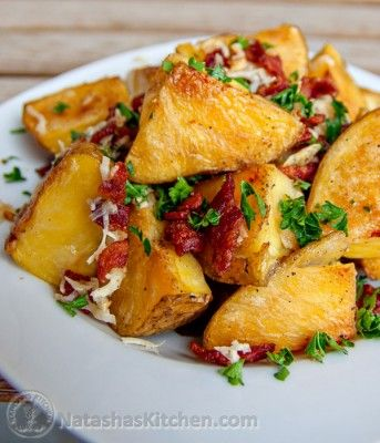 These oven roasted potatoes stay crisp even when you reheat them. And the bacon is crisp. Yes they have bacon. Let me repeat: BACON!