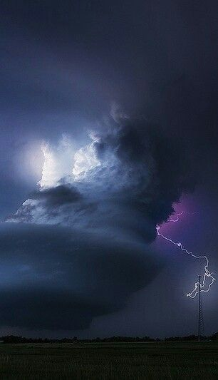 Supercell, thunderstorm and spectacular clouds over Nebraska
