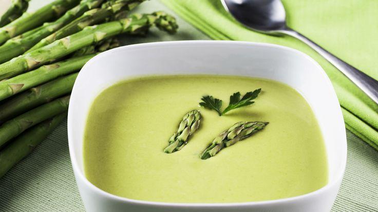 Opção light e saborosa para o jantar, a sopa é temperada com alho e cebola