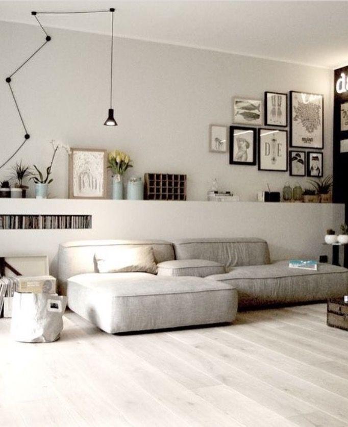 gezellig rommelig en zeer chill vriendelijke woonkamer in wit grijs hout en zwart tinten