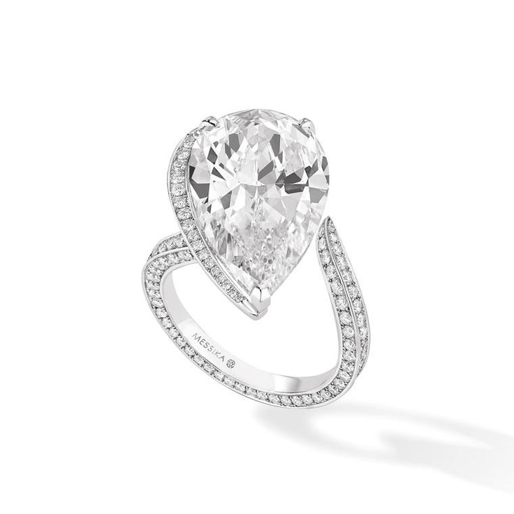 Asymmetric pear-cut diamond ring