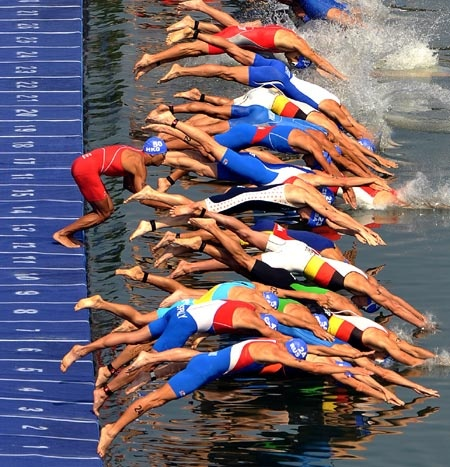 Athletes dive into the water for the swim leg of the men's triathlon - Beijing Olympics 2008