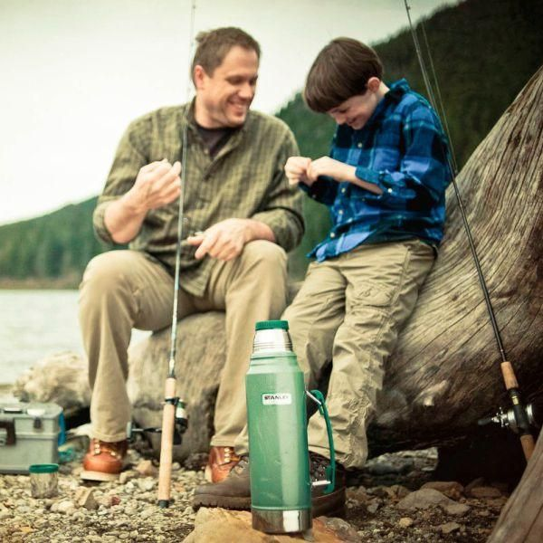 STANLEY  |  Classic 1.9L Vacuum Bottle - Hammertone Green