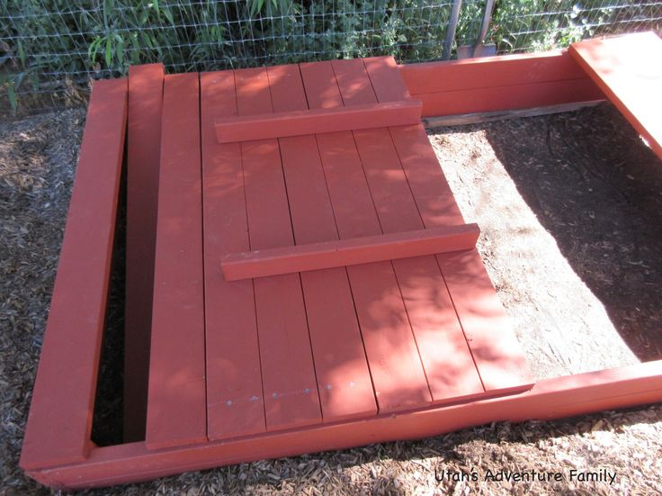 This shows how to lay out the top. Notice the boards are not attached.