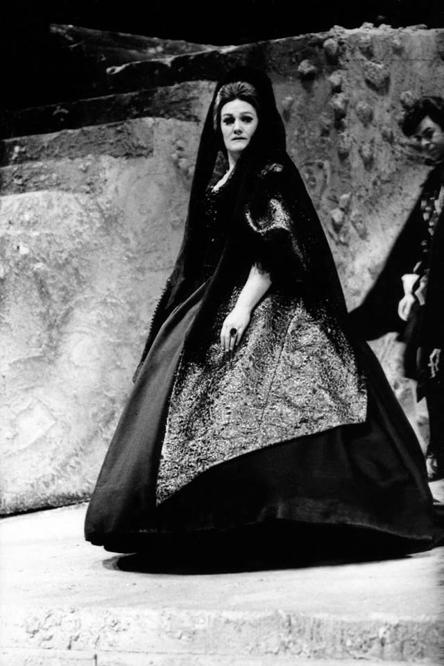 Joan Sutherland as Donna Anna