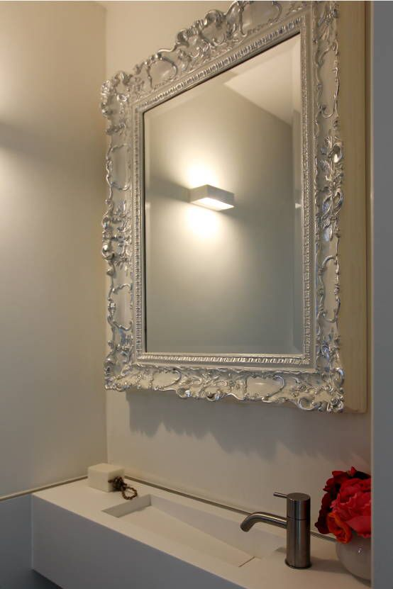 Venetiaanse spiegel hooglans wit gelakt . Spiegel te bestellen bij: http://www.barokspiegel.com/venetiaanse-spiegels/barok-spiegel-alfonsina
