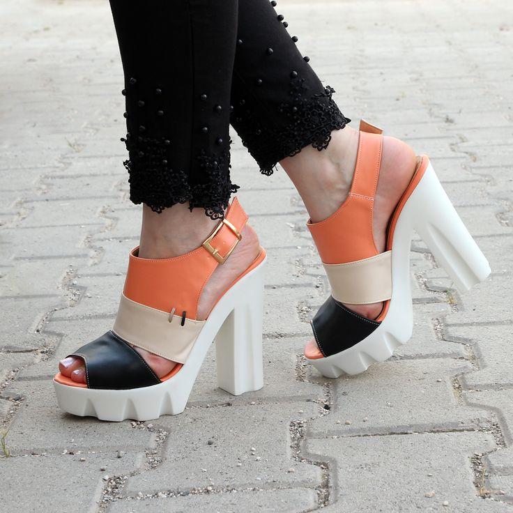 Hafifliği ile ilgi odağı olan yüksek topuklu sandaletler tavsiyemizdir :) http://www.yeystore.com/index.php?do=catalog/results&q=AWON
