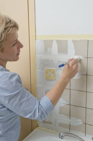 Repeindre le carrelage d 39 une cr dence de cuisine r novation cuisine bricolage cabinet et home - Repeindre carrelage cuisine ...