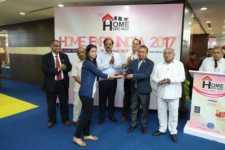 The Ajai Shankar Memorial Gold Award in Houseware and Decoratives category given to M/s S&R Exports, Gurgaon, Haryana. Ms. Ankita Gera received the award. - at Home Expo India, 2017