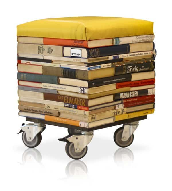 Bücher im Stuhl