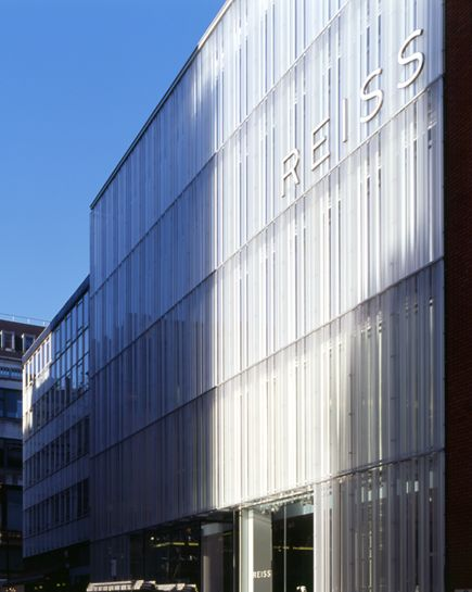 Side View of Reiss