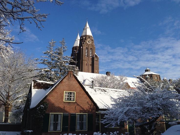 Witte torens St Jansbasiliek Laren NH