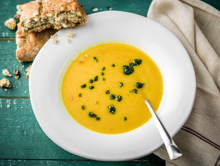 Soupe à la carotte et au panais, pain aux noix et aux raisins sec