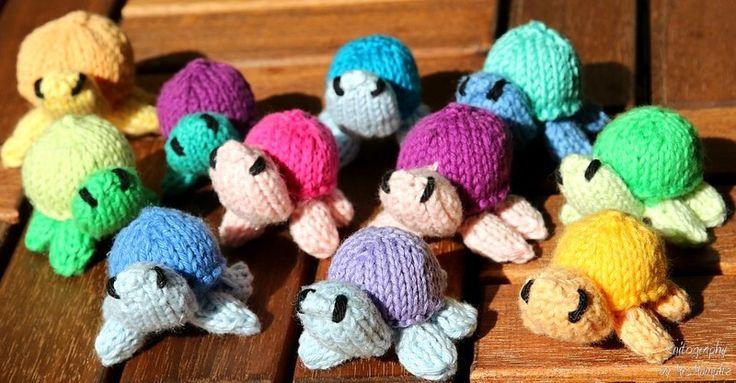 Deadly Cute Toy Turtles Knitting pattern KnitographyByMrsMumpitz by DaWanda.com