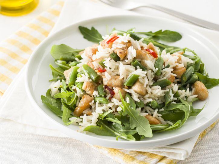 insalata-di-riso-con-pollo-allo-zenzero-e-fagiolini-e-rucola