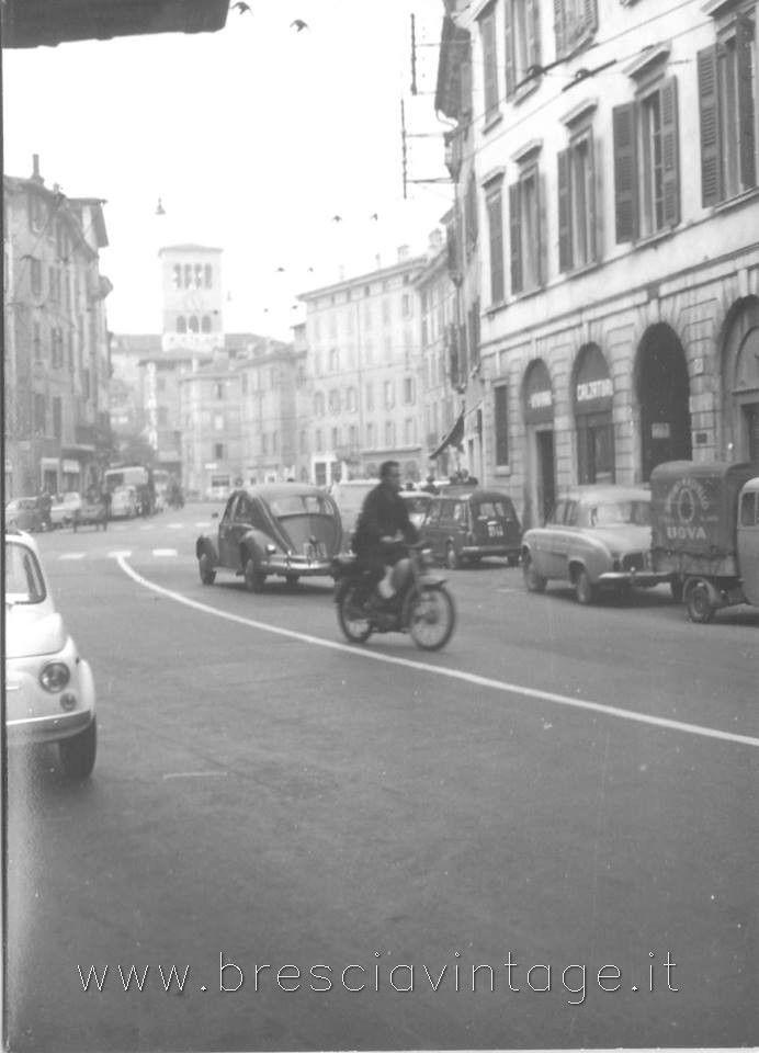 Via San Faustino - Brescia anni 60 http://www.bresciavintage.it/brescia-antica/foto-d-autore/via-san-faustino-brescia-anni-60/