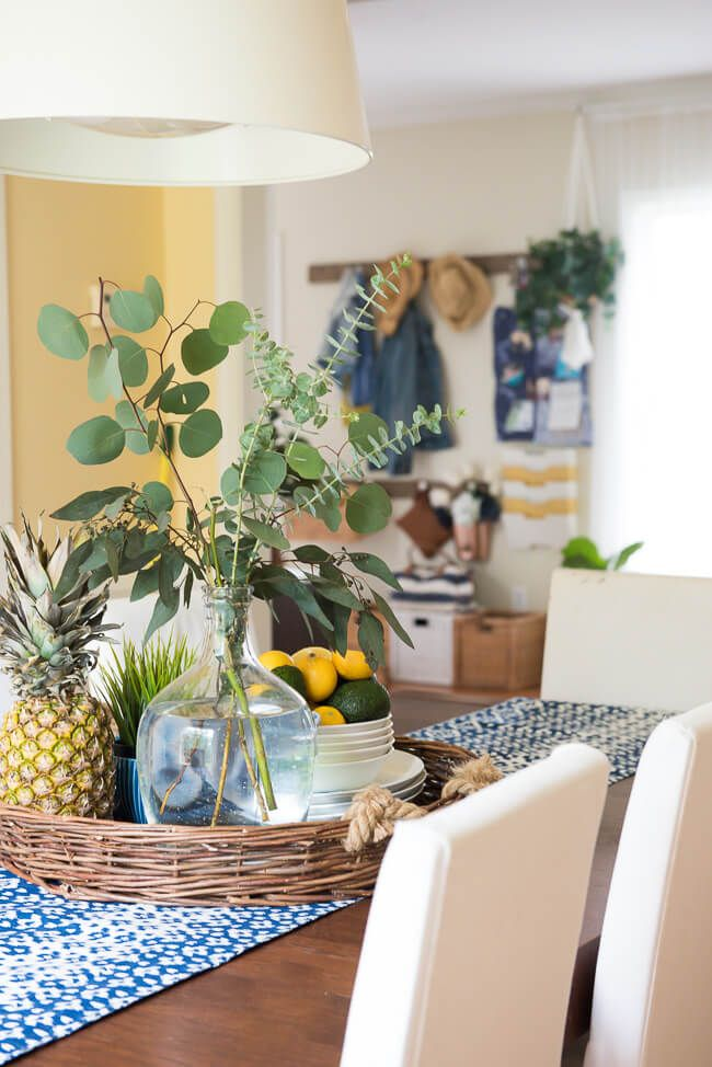 38 Gorgeous Tropical Style Decorating Ideas That Are Perfect For Summer Dining Room Table Centerpieces Dining Room Centerpiece Table Centerpieces For Home