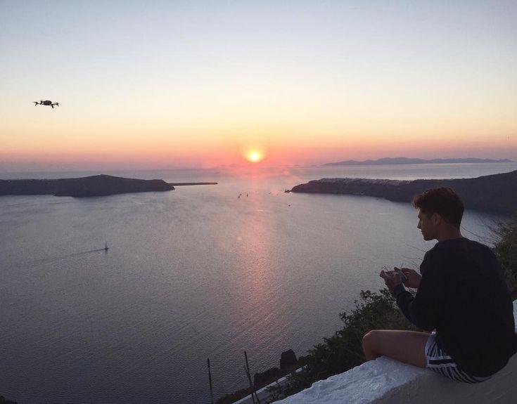 Playing with my new drone  @parrot_official #bebopyourworld #bebop2 #Parrot #Drone (  adoro i tramonti e non vedo L ora di farvi vedere i filmati che ho fatto qua a #Santorini #Greece ) by iconize http://www.australiaunwrapped.com/