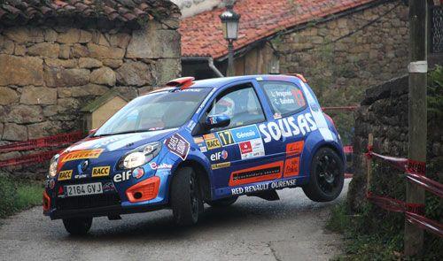 Luis Aragonés y 'Kuko' Bañobre, sobre un Renault Twingo, finalizaron en la tercera posición del grupo R2 en la prueba cántabra. Por su parte, Alberto Monarri y Rodrigo Sanjuán deleitaron a los aficionados con su Dacia Sandero Rallye Cup.