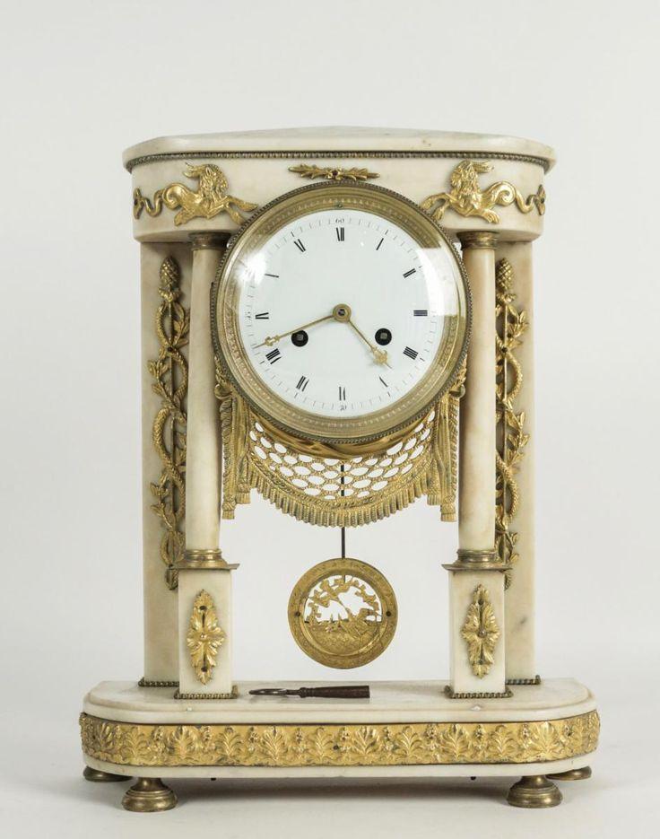 Pendule Portique De Style Louis XVI En Marbre Blanc De Carrare Circa 1840