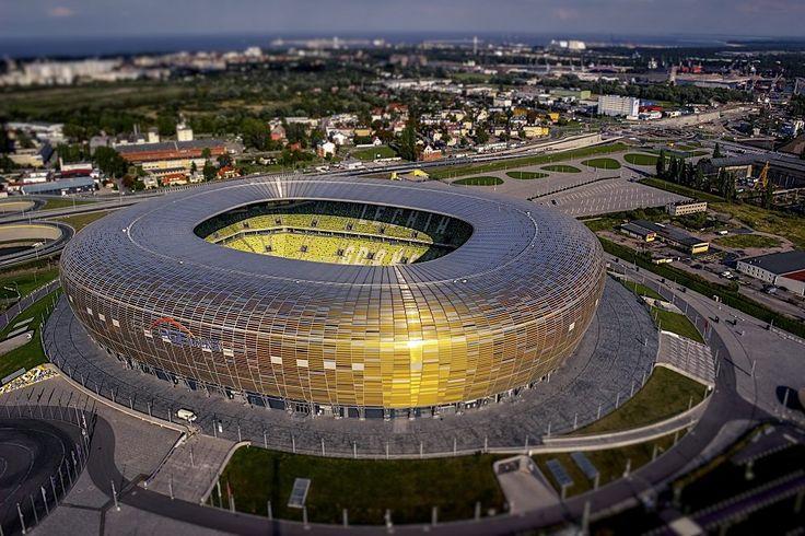 Arena Gdansk (llamado por motivos publicitarios PGE Arena Gdansk y denominado originalmente Arena Báltica) es un estadio de fútbol en Gdansk, Polonia, construido para albergar encuentros de la Eurocopa 2012. Es utilizado principalmente para partidos de fútbol y es el estadio del Lechia Gdansk. El aforo es de 41.000 localidades.