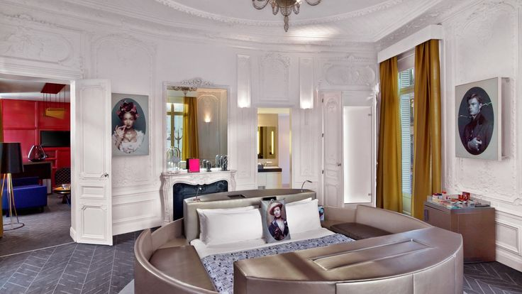 Hotel W Ópera París. Experience a peaceful retreat, featuring a spacious guest rooms, high-tech hospitality,a historical fireplace, a private loungeand magnificient windows that will take you into the realm of Parisian chicdecor.