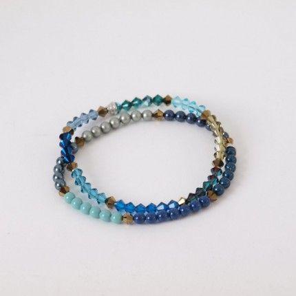 Prachtig geregen armbanden met Swarovski kralen. Prachtig subtiel. De kralen zijn van Swarovski® Elements. | http://www.widaro.nl/swarovski-blauwe-armbanden-3370.html