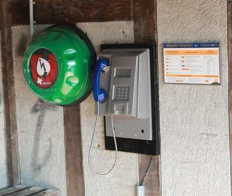 Le défibrillateur à été installé sous l'abribus place de Geishouse. De nombreux habitants de Souvigny ont été volontaires pour suivre le stage d'initiation à l'utilisation de cet appareil, proposé par les pompiers de Lamotte Beuvron que nous remercions.