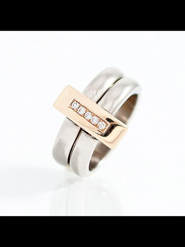 Ring in white and rose gold with diamonds. The top is reversible!