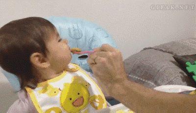 Feeding Baby Füttern
