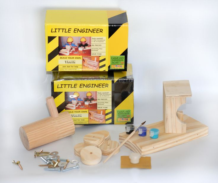 DIY TRAIN WITH A PAINT SET.  Includes hardware, glue and a building plan to build your own train.  Order this DIY Train from kobus@littleengineer.co.za @ R190.  Size:  170 x 90 x120mm.