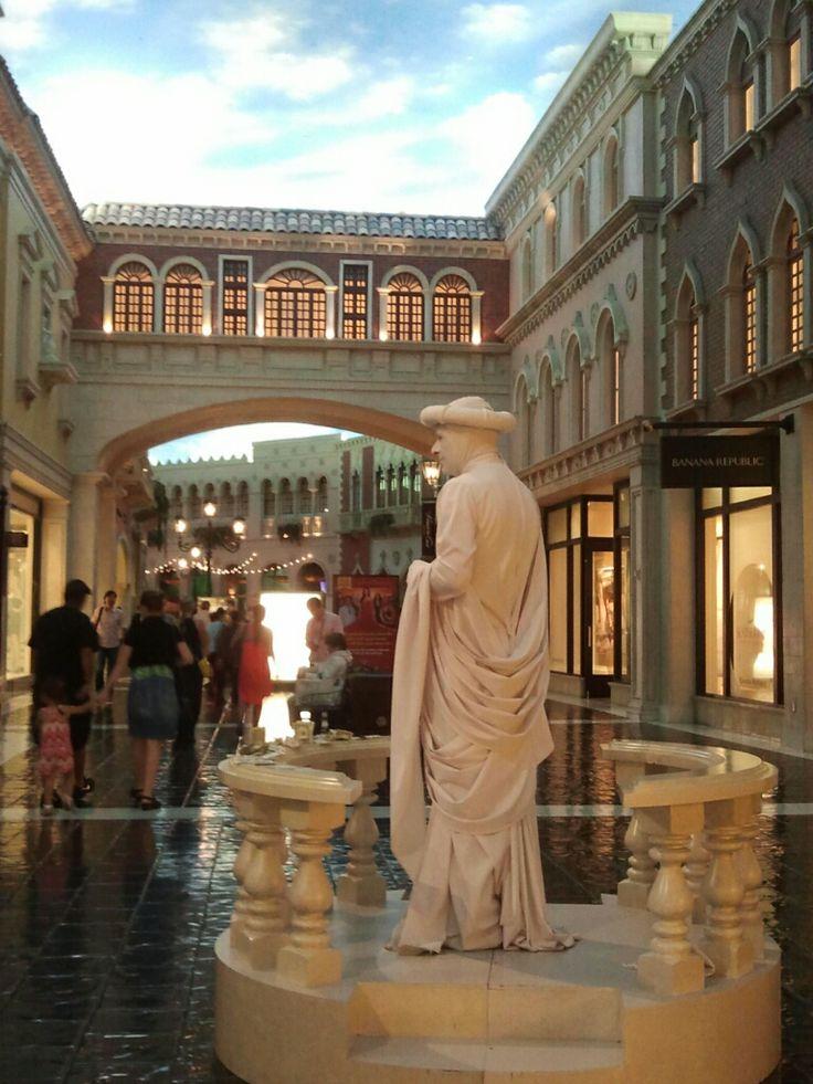 베네시안 Canal 입성~!   At Venetian Canal