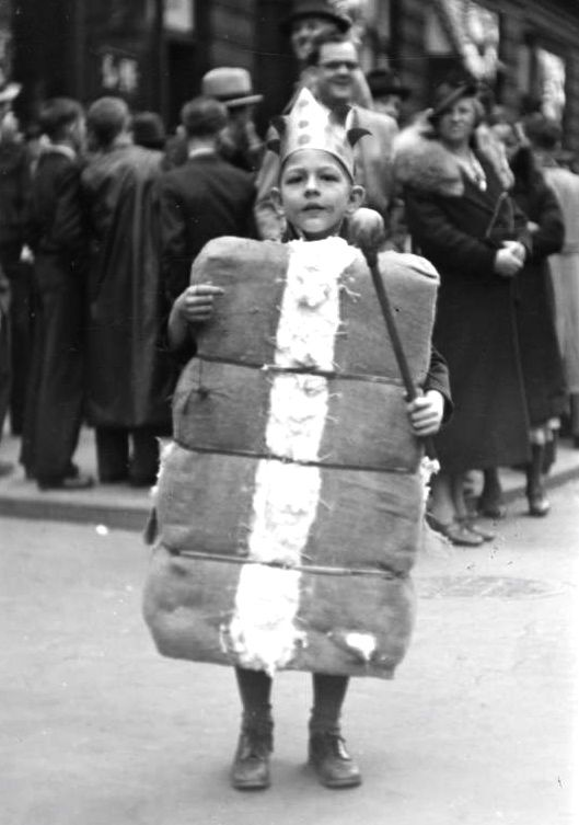 Child in King Cotton costume during a New Orleans Mardi Gras parade in 1937.