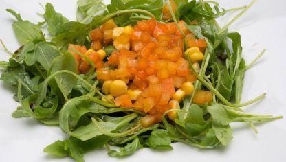 Receta de Ensalada de maíz, rúcula y pimiento #ensalada