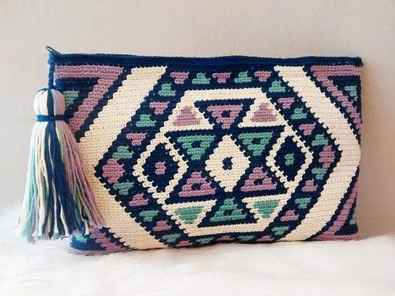 Bolso de mano en crochet estilo wayuu clutch por VientosurSantander