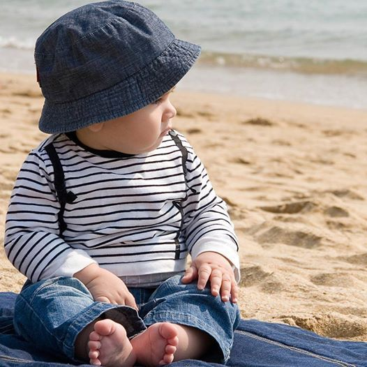 Are you going on an outdoor trip this weekend?  Tip: Dress your baby in cool cotton clothes. Avoid synthetic clothes, as they trap heat and can be very uncomfortable for your baby. They may even cause prickly heat rashes.  #toddlers #Dubaikids #UAEkids #Dubai #MyDubai #UAE #mum #dubaimums #mumthings #baby