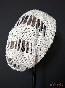 free #crochet pattern using one ball of yarn Pinwheel Crochet Beanie