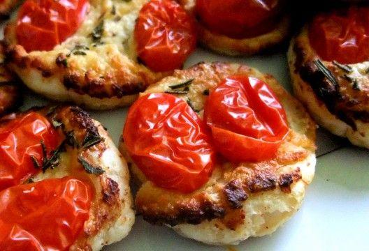 Tomate auf Blätterteigtalern #fingerfood
